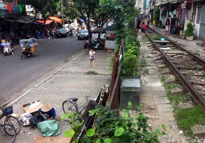 жизнь населения вблизи железнои дороги в ханое hinh 12