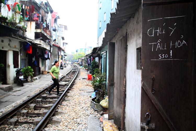 жизнь населения вблизи железнои дороги в ханое hinh 15