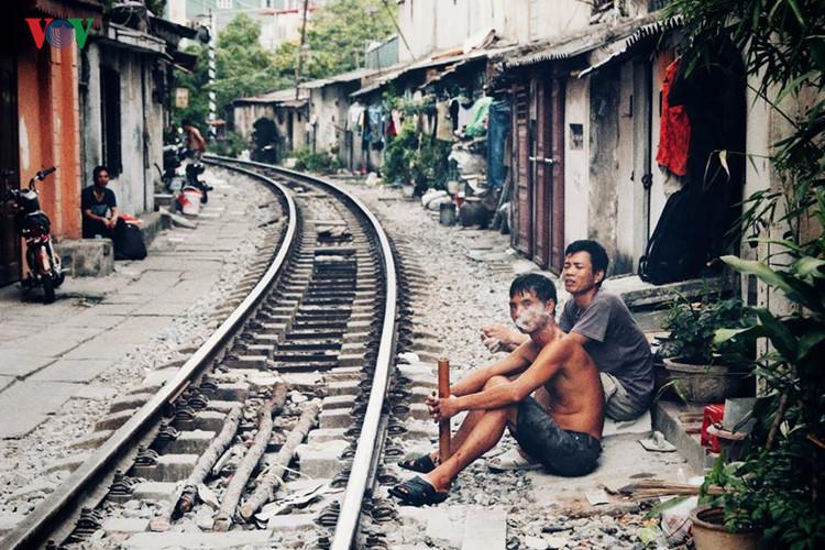 жизнь населения вблизи железнои дороги в ханое hinh 16