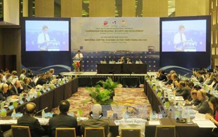 необходимо урегулировать споры в восточном море юридическим и мирным путем hinh 0