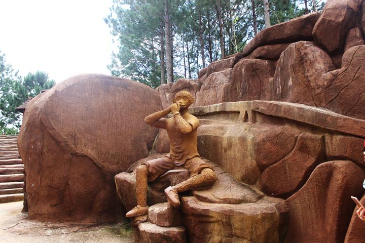 подземныи тоннель с глиняными скульптурами в далате hinh 2