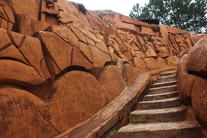 подземныи тоннель с глиняными скульптурами в далате hinh 5