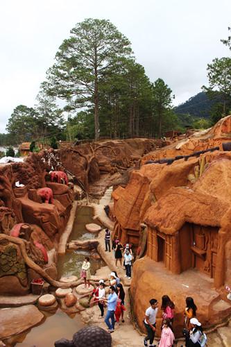 подземныи тоннель с глиняными скульптурами в далате hinh 9