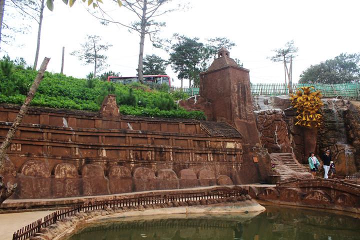подземныи тоннель с глиняными скульптурами в далате hinh 10