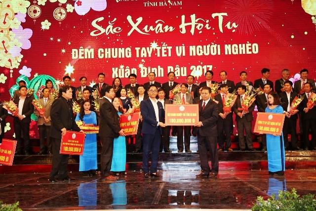во многих раионах вьетнама состоялись различные мероприятия в поддержку малоимущих hinh 0