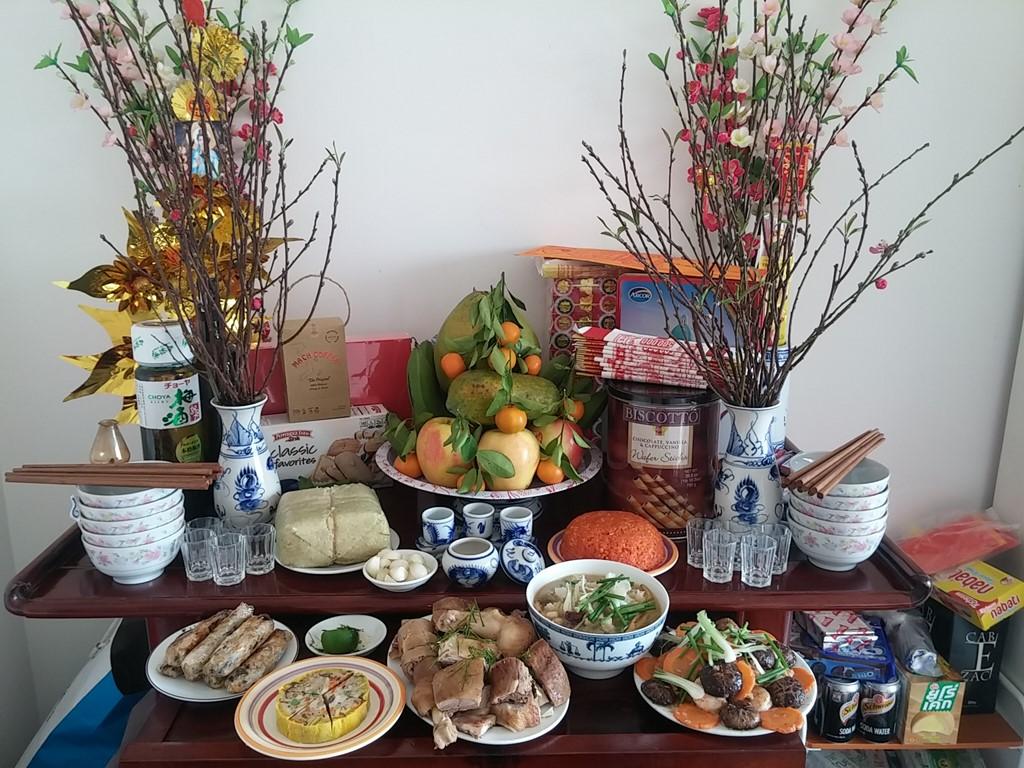 вечер последнего дня года по лунному календарю во вьетнамских семьях hinh 1