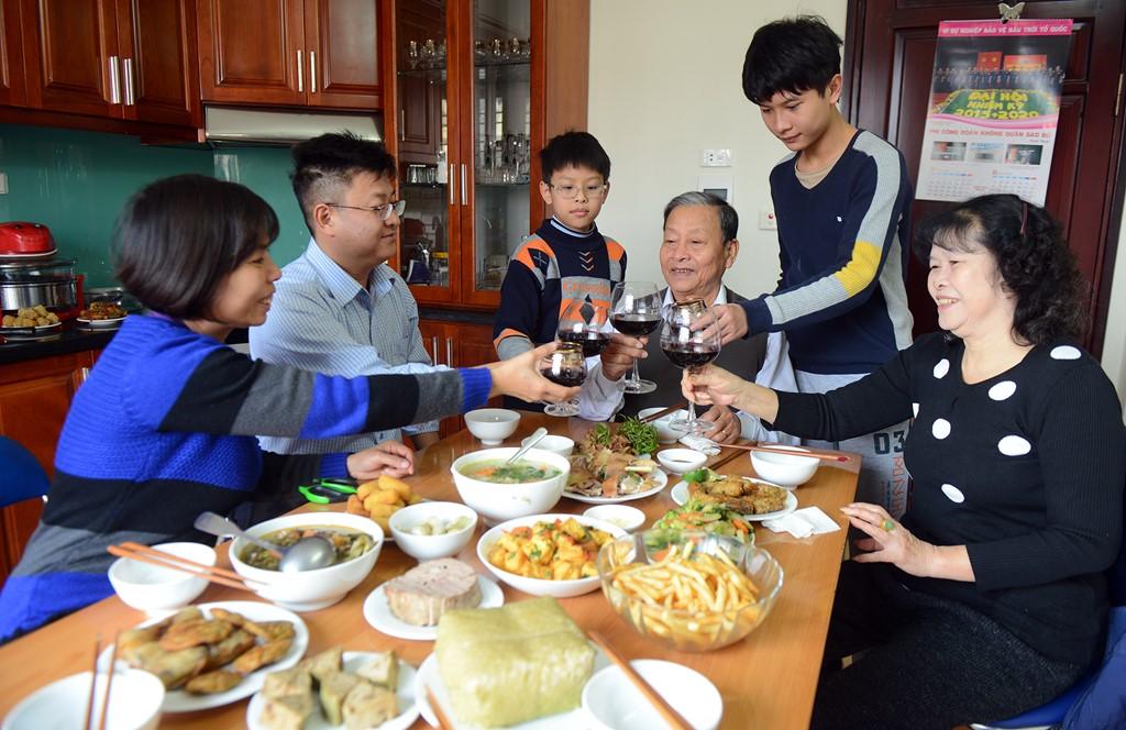 вечер последнего дня года по лунному календарю во вьетнамских семьях hinh 2