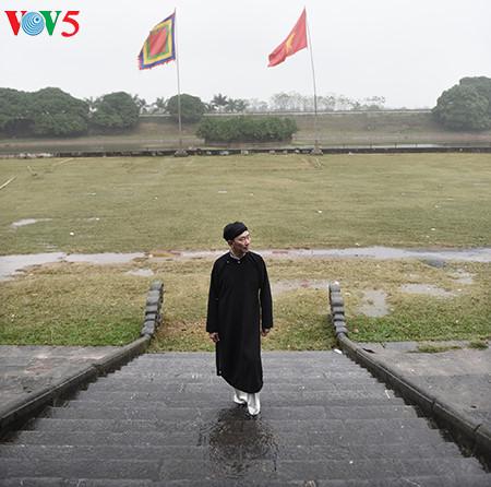 посол вьетнама рекламирует традиционное мужское платье страны hinh 8