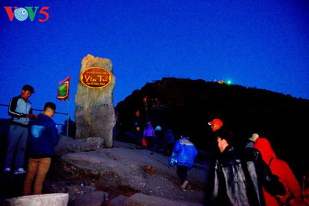 иенты: рассвет над буддистским краем hinh 2