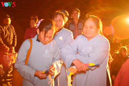 иенты: рассвет над буддистским краем hinh 9