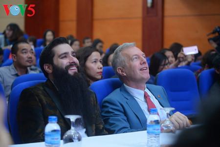 режиссер джордан вот-робертс стал послом туризма вьетнама hinh 4