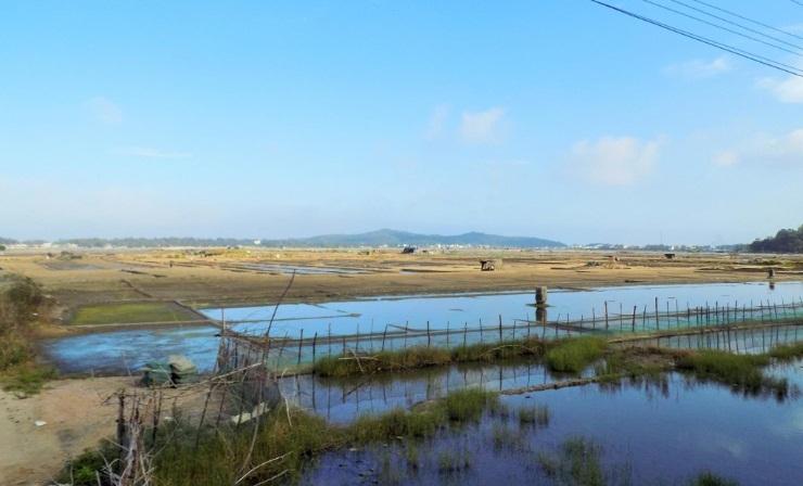 село по добыче соли шахуинь в провинции куангнгаи hinh 0