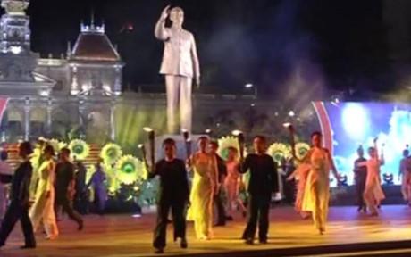 состоялись различные мероприятия, посвященные дню воссоединения вьетнама hinh 0