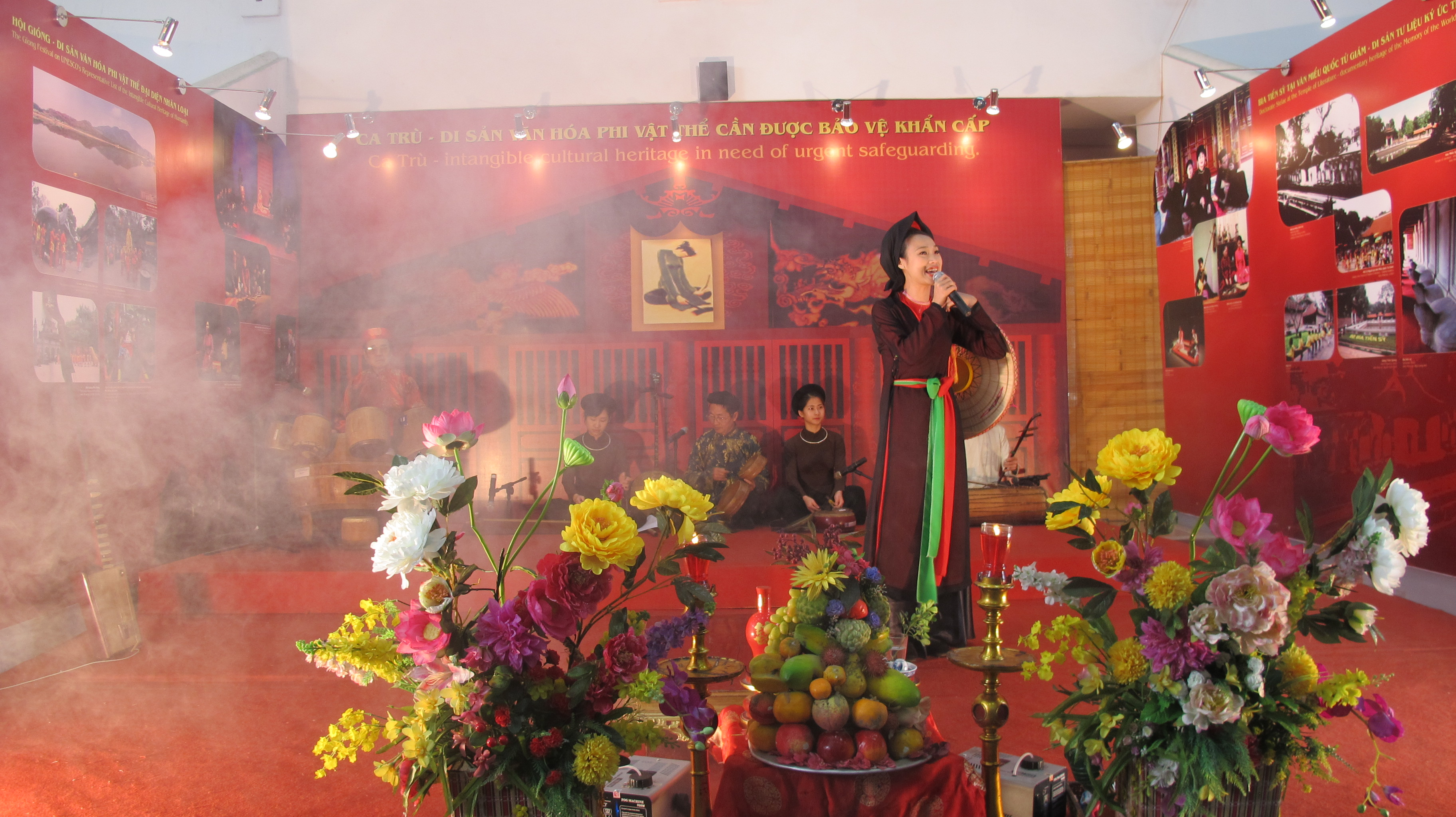 "traditional folk music program ""ha thanh, 36 old quarters""  hinh 3"