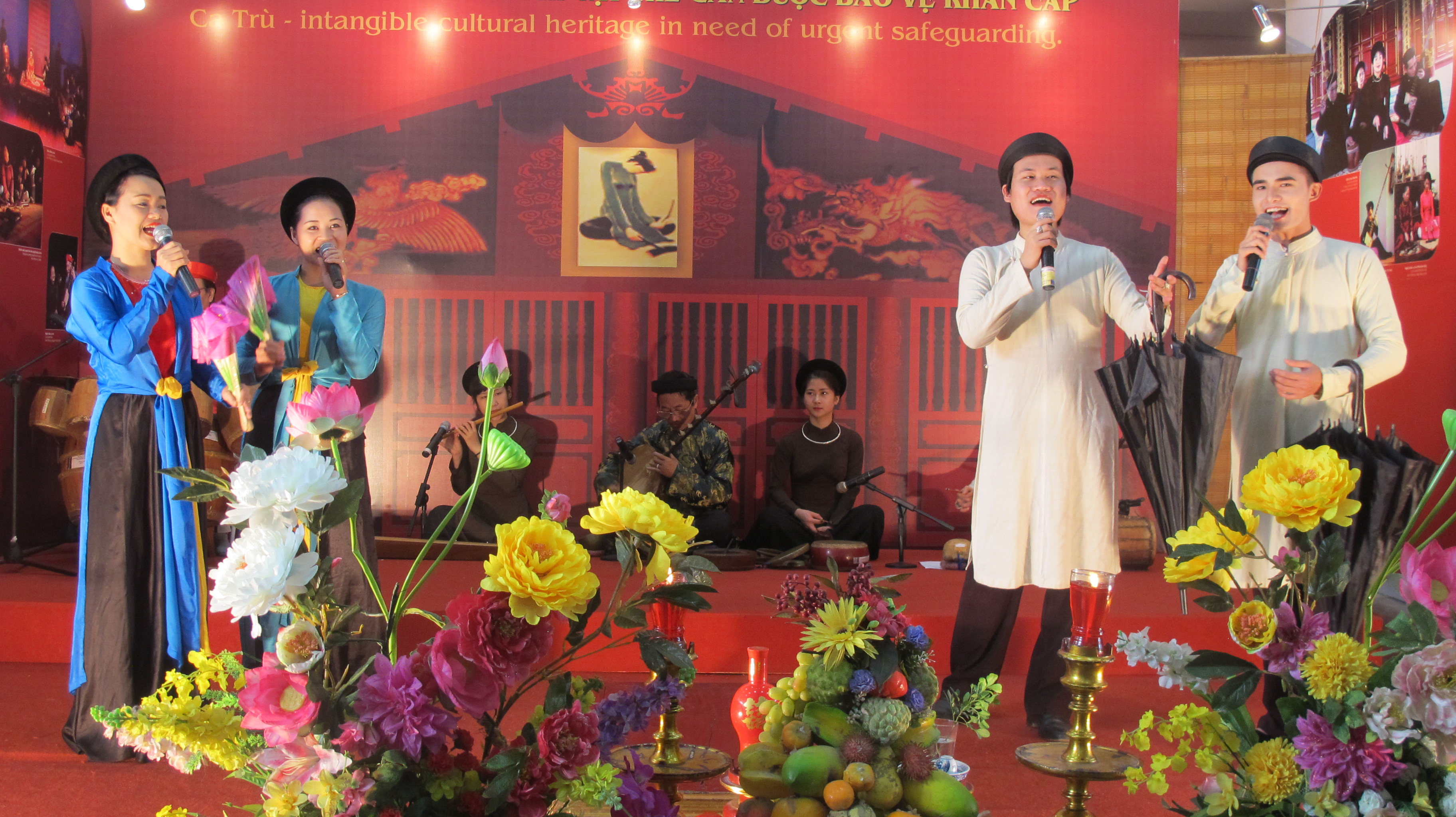 "traditional folk music program ""ha thanh, 36 old quarters""  hinh 4"