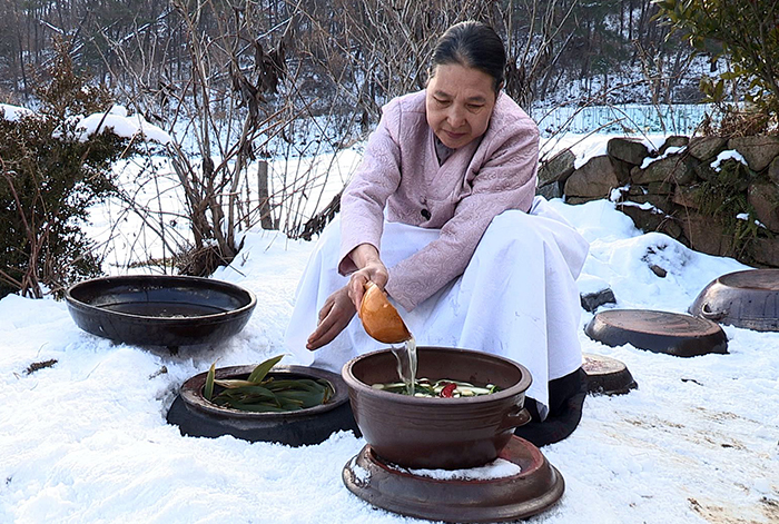 kimjang culture of making and sharing kimchi  hinh 1