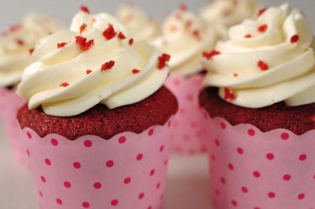 red velvet cupcake with food blogger phan anh esheep  hinh 1