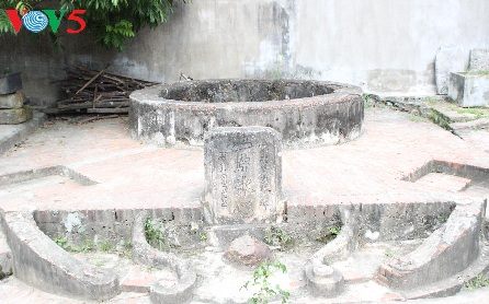 duong lam, une image d'estampe hinh 1