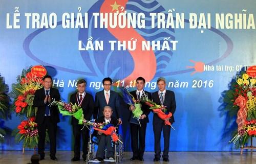 в ханое прошла церемония вручения 1-и премии имени чан даи нгиа hinh 0