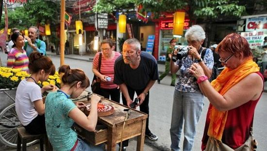 бесплатныи тур по ремесленным улицам ханоя hinh 1