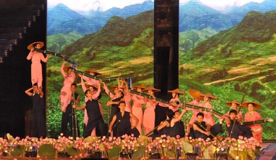 ouverture du festival de hue 2012 : une soiree culturelle splendide  hinh 8