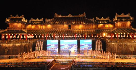 ouverture du festival de hue 2012 : une soiree culturelle splendide  hinh 2