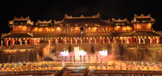 ouverture du festival de hue 2012 : une soiree culturelle splendide  hinh 1