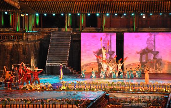 ouverture du festival de hue 2012 : une soiree culturelle splendide  hinh 6
