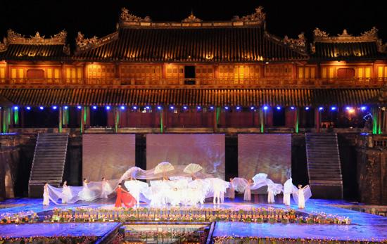 ouverture du festival de hue 2012 : une soiree culturelle splendide  hinh 5