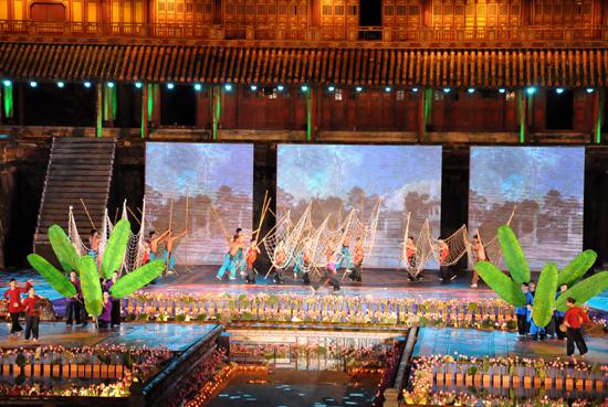 ouverture du festival de hue 2012 : une soiree culturelle splendide  hinh 4