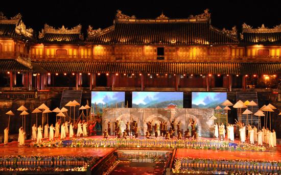 ouverture du festival de hue 2012 : une soiree culturelle splendide  hinh 3