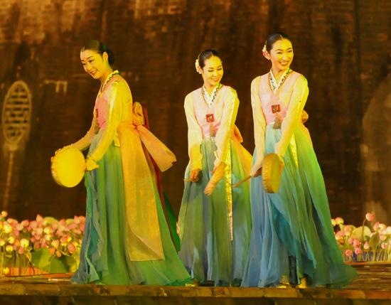 ouverture du festival de hue 2012 : une soiree culturelle splendide  hinh 13