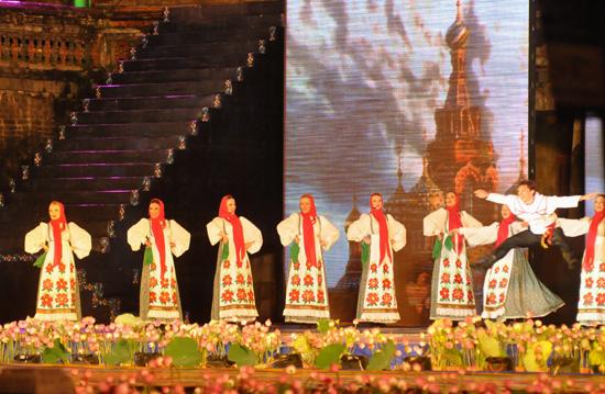 ouverture du festival de hue 2012 : une soiree culturelle splendide  hinh 11