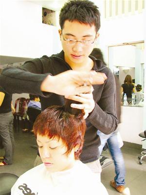 Bui Duc Thinh, un tout jeune coiffeur-styliste vietnamien ...