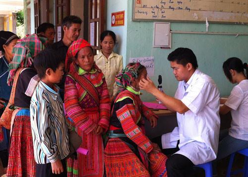 Vũ Mạnh Hà, un médecin dévoué aux patients pauvres de Hà Giang