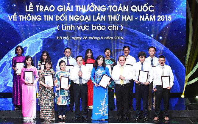 2e prix national de l'information pour l'etranger: remise des recompenses  hinh 1