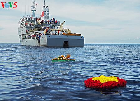 在鬼鹿角礁牺牲的64名战士缅怀仪式诚敬而感人 hinh 10