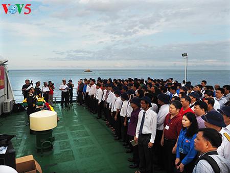 在鬼鹿角礁牺牲的64名战士缅怀仪式诚敬而感人 hinh 1