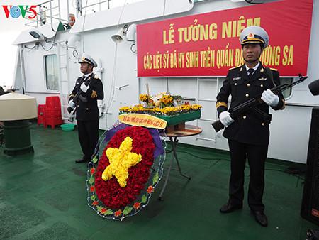 在鬼鹿角礁牺牲的64名战士缅怀仪式诚敬而感人 hinh 2