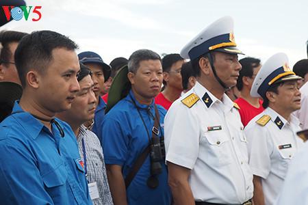 在鬼鹿角礁牺牲的64名战士缅怀仪式诚敬而感人 hinh 3