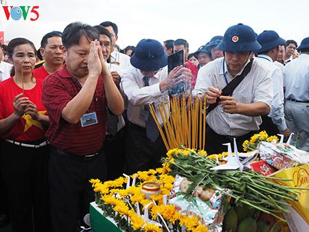 在鬼鹿角礁牺牲的64名战士缅怀仪式诚敬而感人 hinh 6