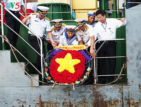 在鬼鹿角礁牺牲的64名战士缅怀仪式诚敬而感人 hinh 7