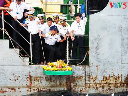 在鬼鹿角礁牺牲的64名战士缅怀仪式诚敬而感人 hinh 8