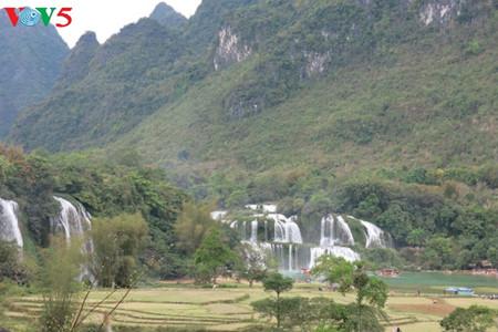 东南亚最大的天然瀑布——板约瀑布 hinh 0