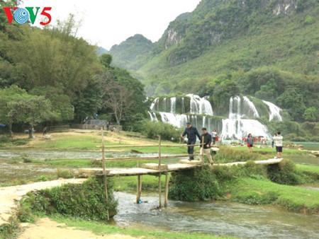 东南亚最大的天然瀑布——板约瀑布 hinh 11