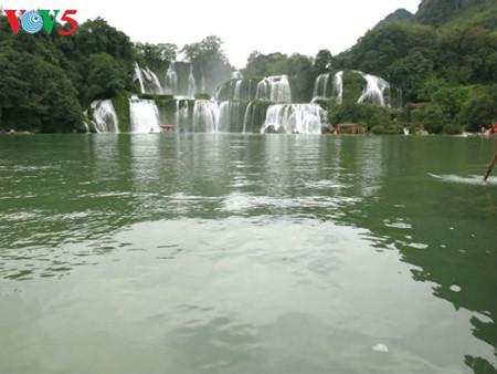 东南亚最大的天然瀑布——板约瀑布 hinh 12