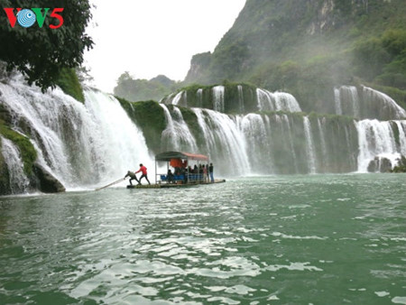 东南亚最大的天然瀑布——板约瀑布 hinh 2