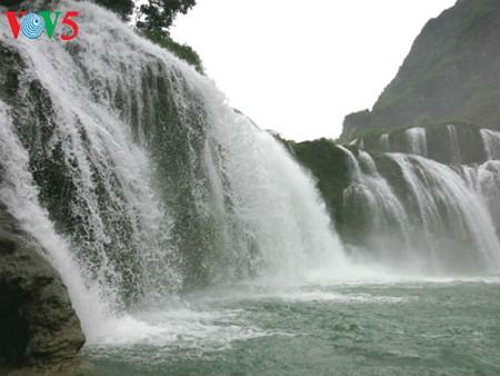 东南亚最大的天然瀑布——板约瀑布 hinh 3