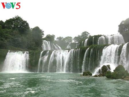 东南亚最大的天然瀑布——板约瀑布 hinh 4