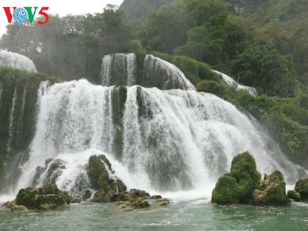 东南亚最大的天然瀑布——板约瀑布 hinh 5